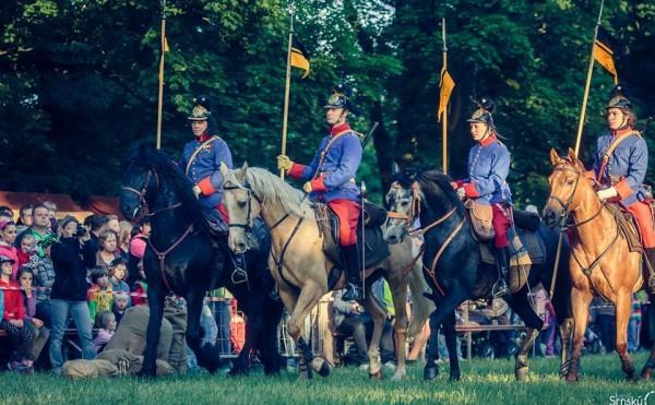 Výcvik kavalerie – show na koních